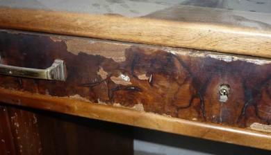 Bureau Art-déco - façade de tiroir avant restauration