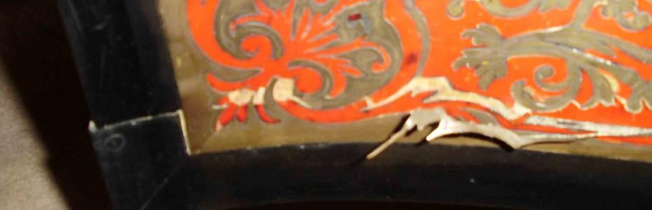 meuble d'appui Napoléons III - marqueterie de laiton décolée