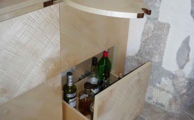 bar en sycomore ondé - service de l'apéritif
